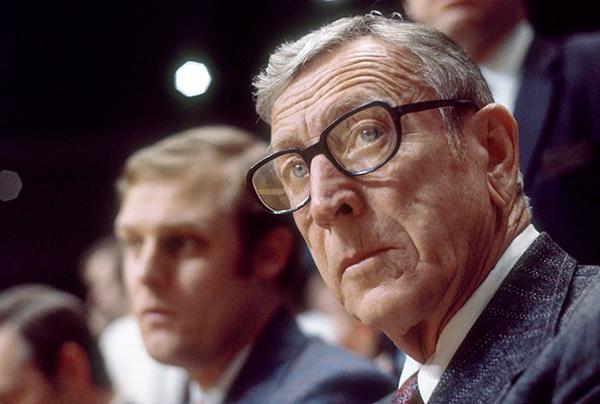 John Wooden, Mítico Entrenador Considerado El Mejor De La Historia De La NCAA, Nos Explica Su Punto De Vista Sobre La Diferencia Entre Ganar Y Tener éxito