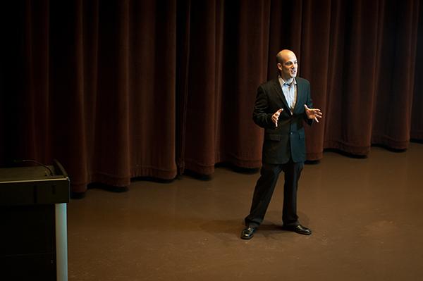 Scott Steinberg Habla De La Gestión Del Cambio, Cómo El Miedo Nos Lleva A Tomar Decisiones Incorrectas O Nos Paraliza.